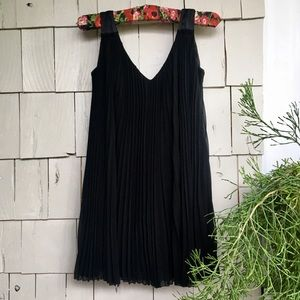 Black pleated dress with belt LBD